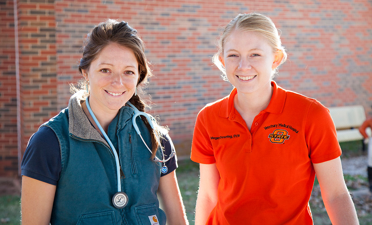two female vet students